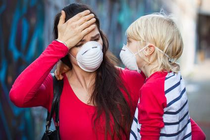 mamma-bambino-virus-influenza-inquinamento