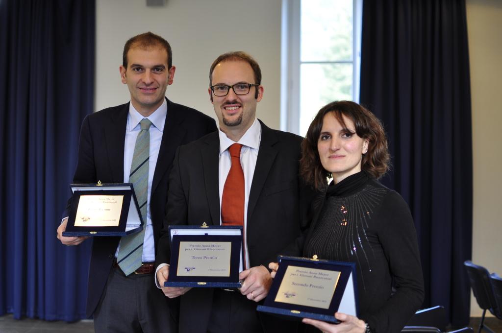 da sinistra il vincitore Giuseppe Indolfi, il terzo premiato Davide Mei e la seconda classificata Valentina Cetica
