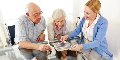 anziani-coppia-medico