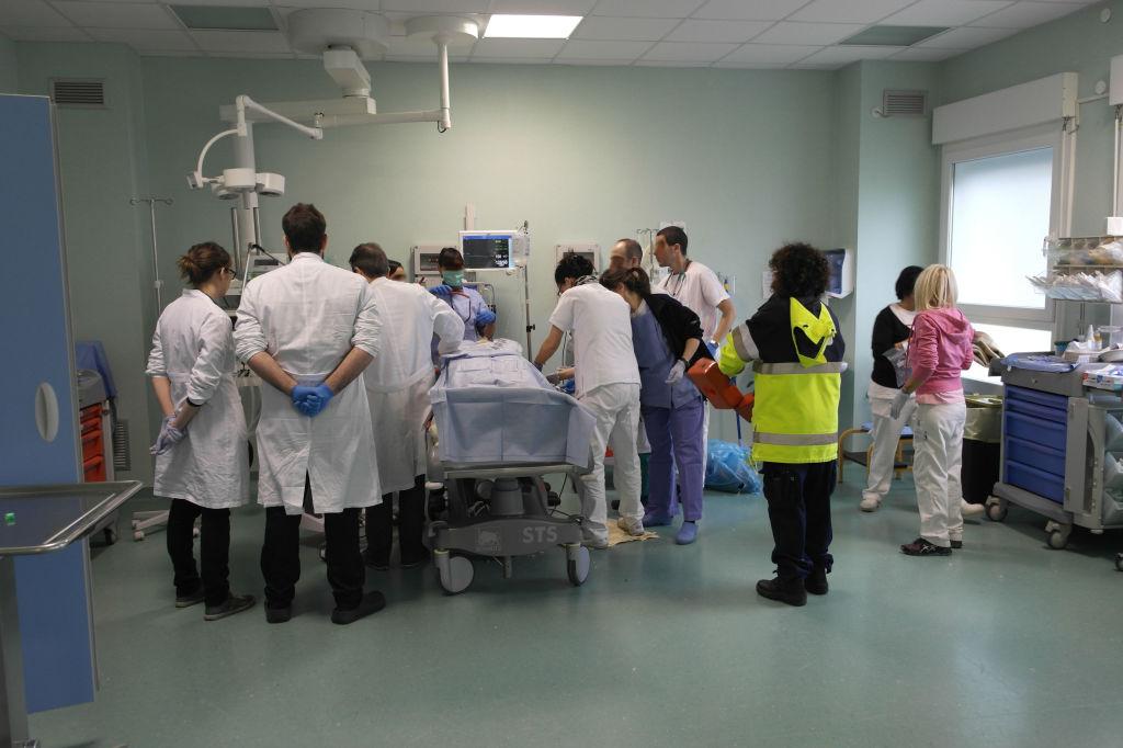ferrara-pronto-soccorso-incidente-autostrada-ambulatorio-medici-infermieri-118-spalle
