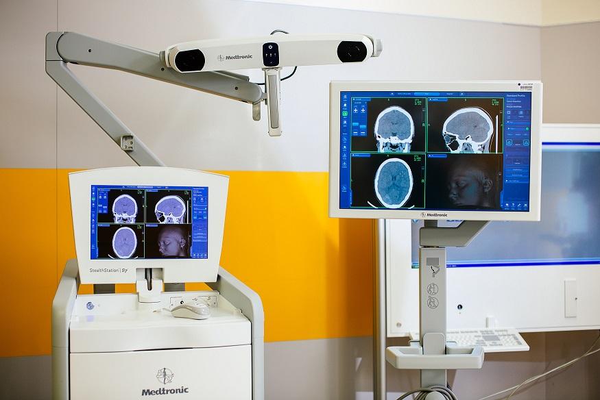 robot-neurochirurgico-meyer-2
