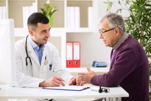 medico-paziente-anziano