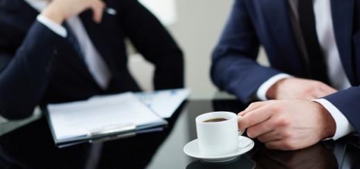 uomo-caffe-tazzina