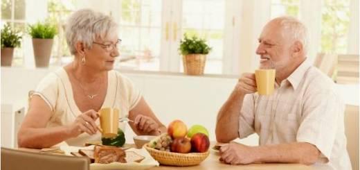 anziani-coppia-cibo
