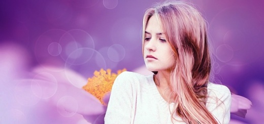 donna-ragazza-sfondo-lilla