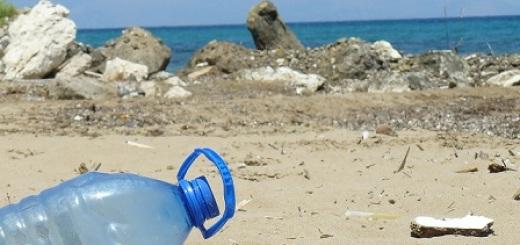 plastica-spiaggia-mare