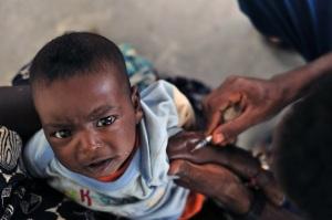 vaccino-bambino-di-colore