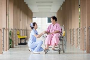 infermiera-ospedale-corsia