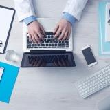 medico-computer-pc-stetoscopio