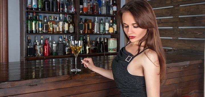 donna-ragazza-alcol