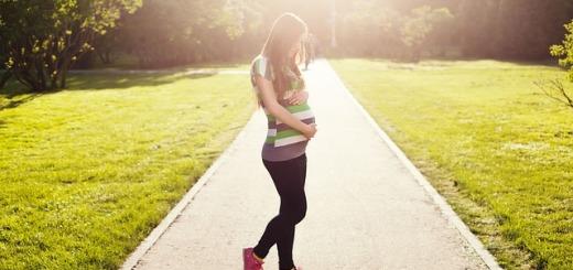 ragazza-incinta-strada