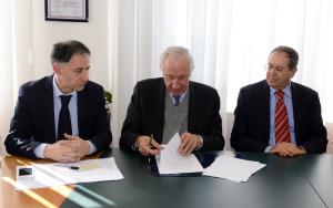 firma accordo DG Petralia Presidente  Lorenzelli Ambasciatore Mestiri