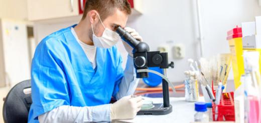 medico-ricercatore-laboratorio