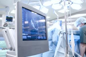 ecografia-medici-monitor