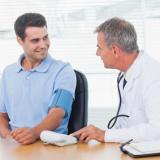 medico-visita-pressione