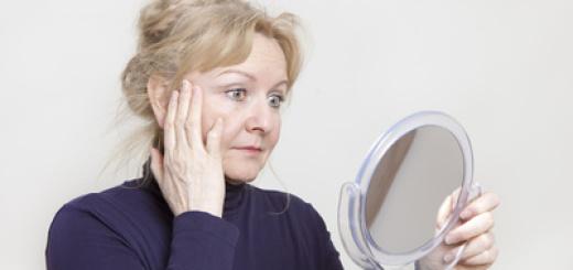 donna-anziana-specchio