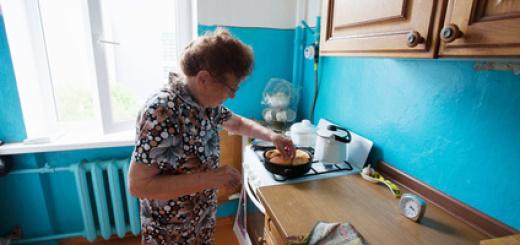 anziana-cucina-cibo