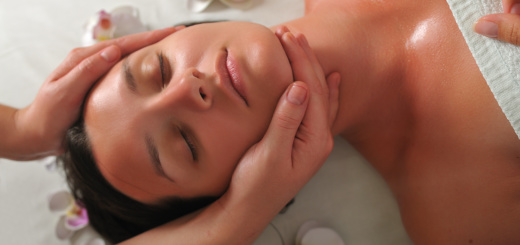 donna-viso-massaggio