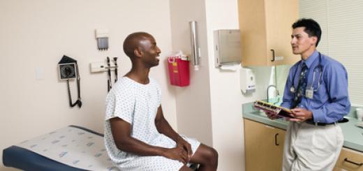 medico-ambulatorio-visita-uomo-di-colore
