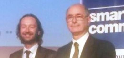 Premio SMAU Milano 2015 all'ENEA (a dx il ricercatore ENEA Roberto Luciani)-2