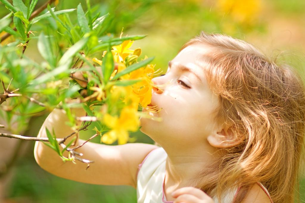 bambina-fiori-gialli