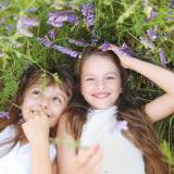 bambine-prato-fiori