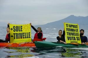 greenpeace-referendum-kayak-2016-1