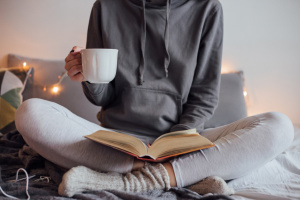 donna-libro-tazza