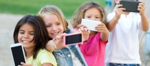 bambini-telefono-cellulare
