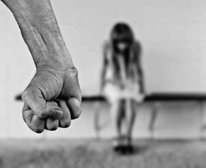 violenza-sulle-donne-pugno