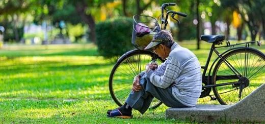 uomo-anziano-bicicletta-depressione