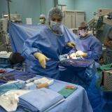 chirurghi-medici-sala-operatoria-7