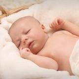 neonato-bambino-cesta