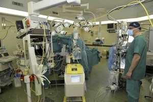 prof-massimo-massetti-in-sala-operatoria-gemelli