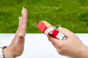 fumo-sigarette-mani