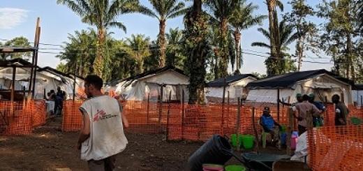 centro-ebola-msf-mangina