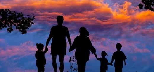 famiglia-vacanze-tramonto