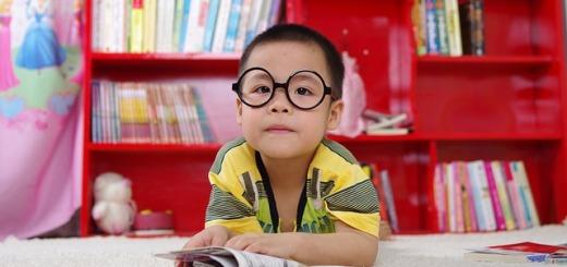 bambino-libri-occhiali