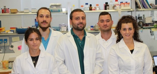 il-dott-fabio-iannotti-insieme-al-team-di -ricerca-sulle-malattie-muscolari-dell-icb-di-pozzuoli