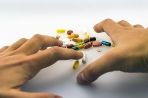 mani-farmaci-pillole