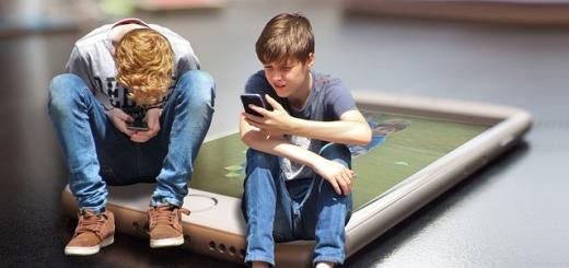 ragazzi-smartphone-internet