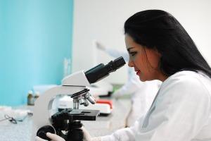 laboratorio-microscopio-ricerca