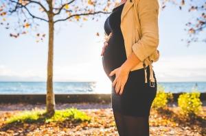 donna-incinta-gravidanza-autunno