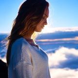 donna-di-profilo-cielo