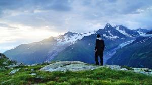 uomo-montagna-escursione