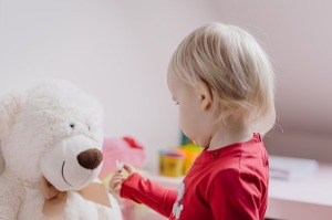 bambino-orso-peluche
