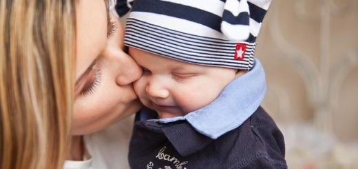 mamma-bacio-bambino