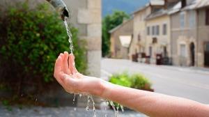 acqua-mano-fontana
