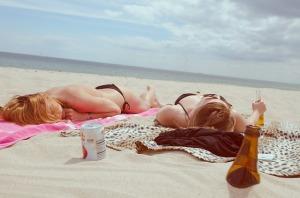 donne-spiaggia-mare