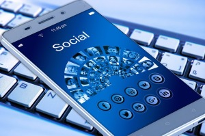 smartphone-tastiera-internet-blu